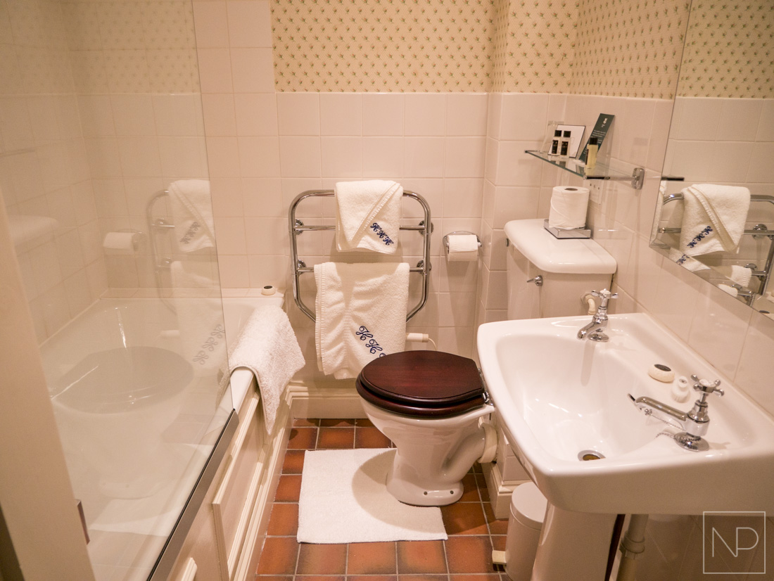 Traditional bathroom with luxury towels and toiletries