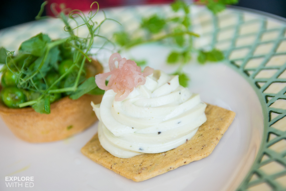 Goat's cheese and pesto mousse