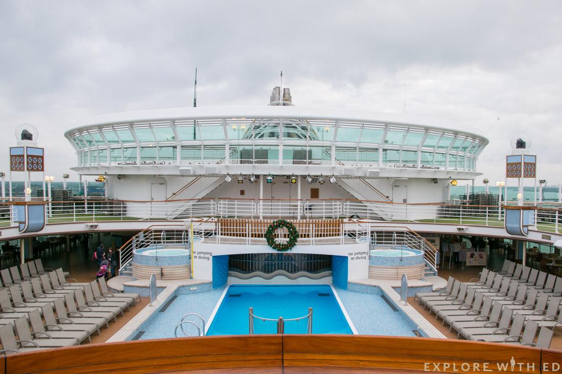 Outdoor pool area, P&O Cruises Ventura