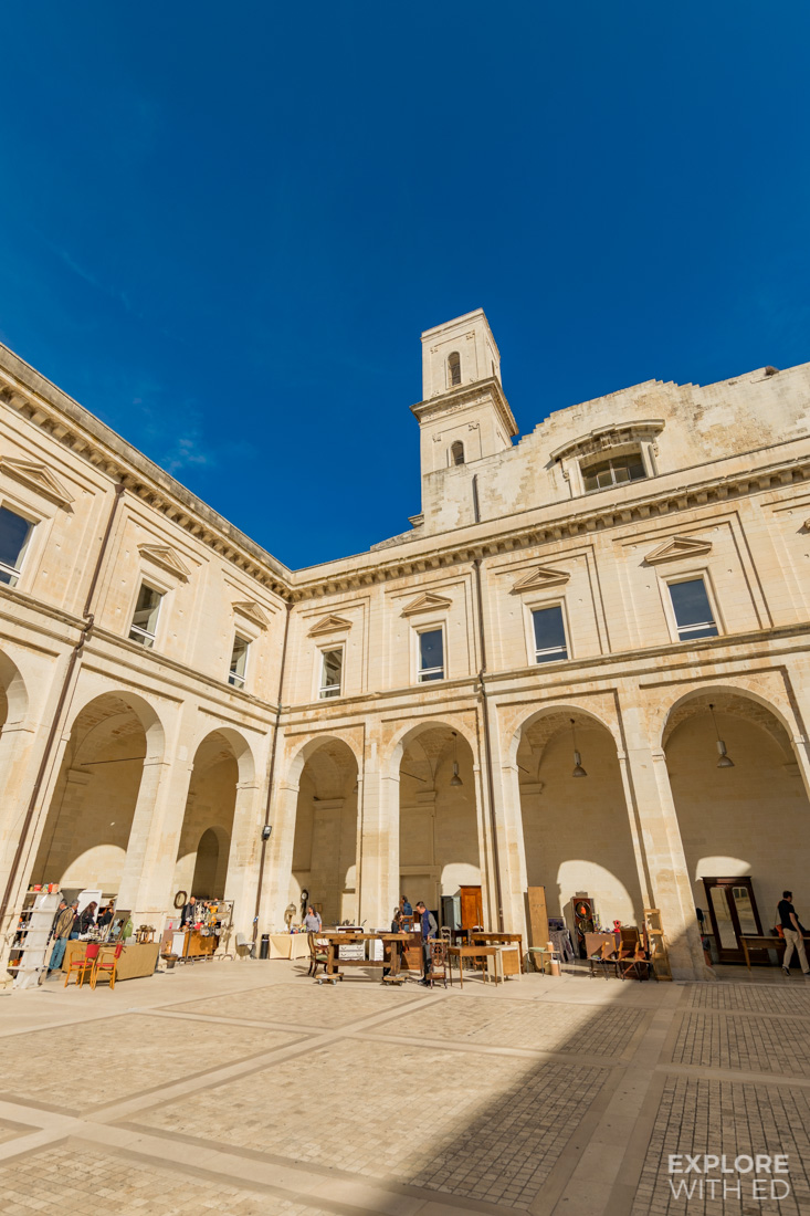 Vintage Market inside a beautiful square in Lecce