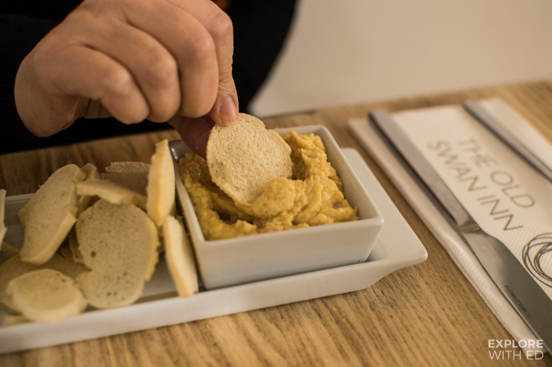 Hummus appetiser dish